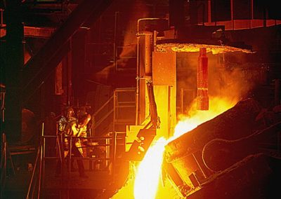 Manufacturing-Product_PouringMoltenSteel–Foundry